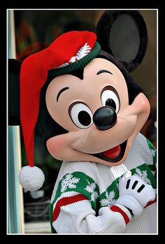 Mickey Mouse in his holiday attire on Main Street, Disneyland – Anaheim, California. Disneyland is specially decorated for a limited time from Nov. 2008 to celebrate the holiday season. Disney Very Merry Christmas, Mickey Mouse Christmas, Mickey Minnie Mouse, Disney Holidays, Disney Mickey Mouse, Walt Disney, Disney Parks, Disney Characters Costumes, Christmas Characters