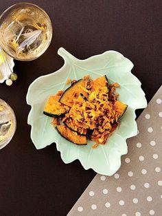極上の香ばしさに手が止まらない、かぼちゃのひと皿。|『ELLE a table』はおしゃれで簡単なレシピが満載!