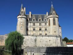La Rochefoucauld Castle, Poitou-Charentes (© Jimjag - Fotolia.com)