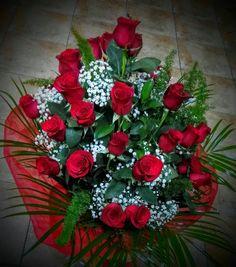 Centro de Rosas Rojas con bombones Entrega 24h con tarjeta dedicatoria Flores naturales San Valent/ín