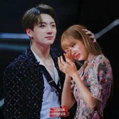 photos of liskook Bts Jungkook And V, Blackpink And Bts, Kpop Couples, Cute Couples, Bts Girlfriends, J Hope Dance, Korean Best Friends, Cat Icon, Bts Inspired Outfits