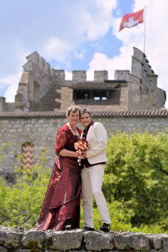 Schloss Habsburg Aargau Hochzeit  Heiraten Hochzeitsfotograf Timea Cahenzli Paar-Shooting Hochzeitsreportage Hochzeitsfoto Style, Fashion, Wedding Church, Group Pictures, Church Weddings, Couple, Swag, Moda, Fashion Styles