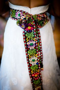 Change your evening look with an embroidery Latin belt