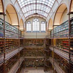 Eeuwenoude boeken in een grandioos decor… De Cuypersbibliotheek is de grootste en oudste kunsthistorische bibliotheek van Nederland. Kom langs en ervaar de grandeur.    En als je er toch bent, maak een leuke foto en zet deze op Instagram, Facebook of Twitter met #RijkslovesJune. Daarmee maak je kans op een geheel verzorgde picknick voor twee personen in de Rijksmuseumtuinen! Meer info: https://www.rijksmuseum.nl/juni