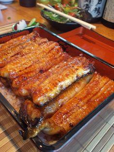 日本人のごはん/お弁当 Japanese meals/Bento 鰻の蒲焼, 鰻重 Unagi :Una-ju, Kabayaki Unagi Eel over Rice (Saitama, Japan) うな重 / 地溝油を作る支那人がムザムザ人間の死体を捨てる訳が無い… 丸々と太った支那の鰻の餌は… この事実を知った時, 私は支那の鰻は食えなくなりました…(´Д` ;) 鰻は日本育ちのものを!