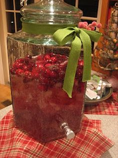 Sparkling Cranberry Punch - Christmas party punch, love the presentation