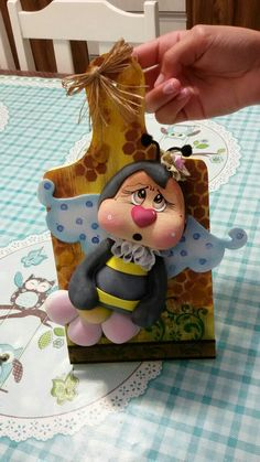 Utilitários com modeladores Drisol Polymer Clay Cat, Clay Cats, Pasta Flexible, Cold Porcelain, Happy Mothers, Wooden Signs, Ladybug, Art Dolls, Diy And Crafts