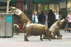 Rundle Mall Pigs [Adelaide, Australia] - 25 Of The Most Creative Sculptures And Statues From Around The World Art Sculpture, Outdoor Sculpture, Animal Sculptures, Outdoor Art, Famous Sculptures, Garden Sculptures, Modern Sculpture, Louise Bourgeois, Photo Voyage