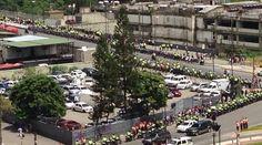 A #Horas de #Protesta #TomaDeCaracas así está #PlazaVenezuela tomada por #PNB  y #GN (#Militar) #Caracas #Venezuela| #Foto: #Twitter