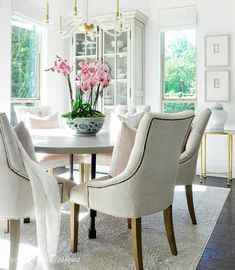 7 Ways to Make Your Home More Cozy - Decor Gold Designs Dining Room Curtains, Dining Room Lighting, Room Chairs, Room Wall Decor, Living Room Decor, Informal Dining Rooms, Dining Tables, Farmhouse Dining Benches, Home Interior