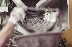 Antes de contratar o serviço de uma concreteira os projetistas construtores e mestres-de-obras devem se informar sobre todas as etapas envolvendo a produção e a entrega do concreto. Quer saber a melhor maneira de como comprar concreto usinado? Veja essas dicas e muito mais no blog  http://ift.tt/1IJoGoo.