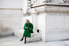The Sartorialist Le Grand Palais, Paris I'd never thought of green fur coat before I saw this photo. The Sartorialist, Green Fur Coat, Grand Palais Paris, Green Gang, Scott Schuman, Vogue, Trends, I Love Fashion, Net Fashion