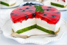 Ciasto arbuz z truskawkami, kremem śmietankowym i galaretką. Przepyszne, leciutkie i kolorowe ciasto letnie. Sweet Recipes, Cake Recipes, Gelatin Recipes, Cake Designs, Delish, Caramel, Cake Decorating, Cheesecake, Deserts