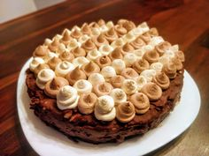 Tarta Brownie con cremoso de chocolate y ganache de chocolate blanco y cochocolate con Leche Brownies, Wordpress, Pie, Desserts, Food, Almond Frosting, White Chocolate Ganache, Egg Yolks, Custard