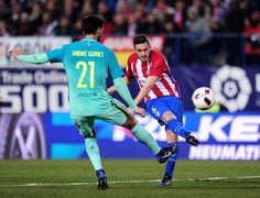 Koke Resurreccion of Club Atletico de Madrid fires a shot past Andre Gomes of FC Barcelona during the Copa del Rey Semi-final First Leg match between Atletico Madrid and FC Barcelona at Vincente Calderon on February 1, 2017 in Madrid, Spain.  (Photo by Denis Doyle/Getty Images)anfran