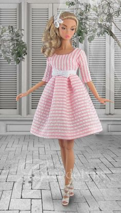 Sweet seersucker pinstripe summer dress for Poppy has a lined bodice with Empire waist and bow and box pleated skirt. Dress has snap back Sewing Barbie Clothes, Barbie Clothes Patterns, Clothing Patterns, Dress Patterns, Barbie Vintage, Barbie Dress, Barbie Doll, Barbie Accessories, Fashion Dolls