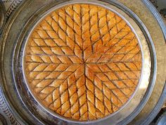 Baklava - A pretty presentation Turkish Sweets, Greek Sweets, Greek Desserts, Arabic Sweets, Bosnian Recipes, Turkish Recipes, Greek Recipes, Bosnian Food, Bosanska Baklava