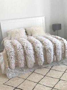 Boutiquemaroc.co.uk Vintage Moroccan Wedding Blanket Handira Overstock Rugs, Moroccan Wedding Blanket, Square Rugs, Bedroom Red, Cushion Fabric, Upholstered Furniture, New Room, Home Art, Interiors
