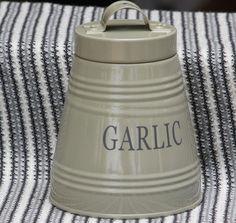 Cream and beige enamel Garlic container – high Decorative Accessories, Garlic, Enamel, Container, Beige, Cream, Bathroom, Kitchen, Home Decor
