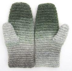 I våras ringde en trevlig dam, Ulrika Andersson,som berättade om ett virkprojekt, därman i Jämtlandhade hittat en mycket gammal vante som man först trodde var nålbunden. Ulrikas vän Elsie-Britt… Stick O, Crochet Clothes, Knit Crochet, Gloves, Knitting, My Style, Pattern, Handmade, How To Wear