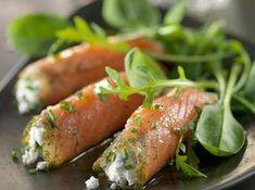 Rouleaux de saumon fumé sur salade