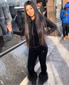"""Bianca Lishaé on Instagram: """"inches, sweatsuits and uggs >>😍😩"""" Swag Outfits, Girl Outfits, School Outfits, Black Sweatsuit, Black Uggs, Fall Winter Outfits, Fashion Killa, Everyday Outfits, Juicy Couture"""