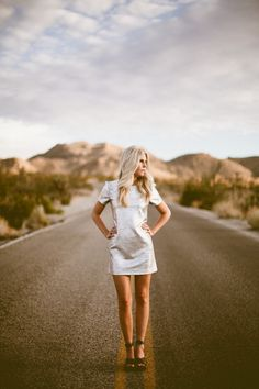 Lighting is beautiful. Oh Sh!t, The Desert // © Andria Lindquist Oh Sh! One to sew perhaps? Desert Photography, Couple Photography Poses, Portrait Photography, Grad Pics, Graduation Pictures, Senior Picture Outfits, Senior Pictures, Graduation Photoshoot, Zen