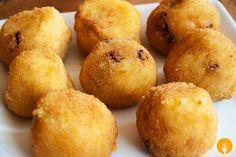 Hoy os proponemos la receta para elaborar unas crujientes y sabrosas bolas de patata y chorizo, una elaboración muy sencilla y rápida de preparar que resul