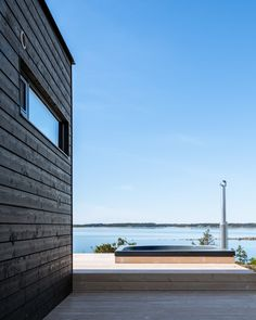 This summer house is variation of Sunhouse Located in the archipelago of Turku. Summer Cabins, Scandi Style, Cabins In The Woods, Archipelago, Landscape Design, Beach House, Skyscraper, Cottage, Exterior