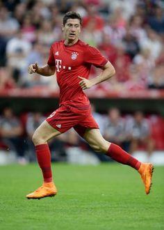 Robert Lewandowski: Der Kicker versenkte den Ball fünf Mal im gegnerischem Tor (in 9 Minuten) und schrieb so Fußballgeschichte