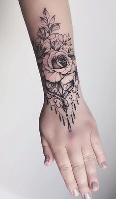 20 Pictures of Female Wrist Tattoos - Pictures and Tattoos tatoo feminina - tattoo feminina delicada Best Sleeve Tattoos, Sexy Tattoos, Cute Tattoos, Female Tattoos, Amazing Tattoos, Garter Tattoos, Tattoo Avant Bras, Tattoos Mandalas, Make Temporary Tattoo