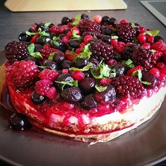 Raw, vegan cheesecake  ♥ http://the-happy-project.com