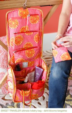 Amy Butler travel bags----I am so going to make a few of these!!!