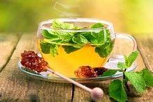 10 tisanes et sirops-maison pour se soigner naturellement -  1. Une tisane à base de gingembre ou de menthe pour combattre la nausée  Laissez infuser pendant 10 minutes dans de l'eau bouillante du gingembre râpé ou des feuilles de menthe. Buvez cette infusion pour apaiser votre mal de coeur.