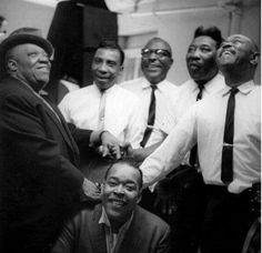 Jimmy Rushing, T-Bone Walker, Sonny Terry, Muddy Waters, Brownie McGhee and James Cotton the Apollo Theater in New York City 1964 Rhythm And Blues, Jazz Blues, Blues Music, Blues Artists, Music Artists, Soul Music, Music Is Life, James Cotton, Newport Jazz Festival