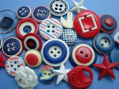FABULOUS-LOT-RED-WHITE-BLUE-VINTAGE-NEW-FANCY-BUTTONS