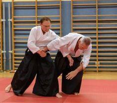 Gemeinsames Aikido Weihnachtstraining der OÖ Aikidovereine 2019 am Freitag, 20 Dezember 2019 in der Auhofschule in Linz. Udekimenage Aikido, Dojo, Training, Fashion, Linz, Wels, December, Friday, Moda