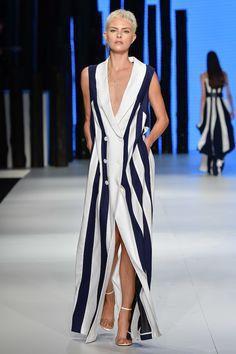 fc4249044 Maxibrincos, roupas de plástico, cintão e mais: 6 tendências que vão bombar  no verão, direto do Minas Trend | Donna
