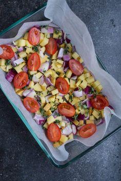 Nem æggekage i ovnen med kartofler - Julie Bruun Veggie Recipes, Healthy Recipes, Lunch To Go, Recipes From Heaven, Daily Meals, One Pot Meals, Brunch Recipes, Food And Drink, Healthy Eating
