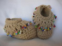so cute crocheted booties #Beads #macassins planning for my next kid to be born in fall/winter just so I can crochet tiny goodies!!