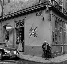 Le musicien de la rue de l'Echaudé vers 1955 - Paris 6e