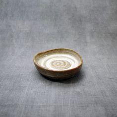 미요 [일본그릇 미요] 라운드 삼각 회오리 갈색 접시