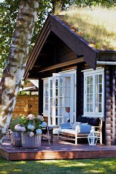 French doors to raised deck - Norwegian cottage Cozy Cottage, Cottage Style, Garden Cottage, Cottage Porch, House Porch, Lake Cottage, Cottage Living, Outdoor Rooms, Outdoor Living