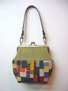 宮本佳緒里さんの「ガマグチ」が届きました。  草木染めや手紡ぎ手織、 さまざまな場所で、手仕事で作られた味わい深い布片たちが、 宮本さんの手で新た...