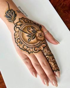 Explore latest Mehndi Designs images in 2019 on Happy Shappy. Mehendi design is also known as the heena design or henna patterns worldwide. We are here with the best mehndi designs images from worldwide. Henna Hand Designs, Mehndi Designs Finger, Rose Mehndi Designs, Mehndi Designs For Girls, Mehndi Designs For Fingers, Modern Mehndi Designs, Mehndi Design Photos, Wedding Mehndi Designs, Latest Mehndi Designs