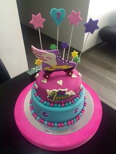 Imagen relacionada Fall Birthday, Birthday Cake Girls, Unicorn Birthday, Roller Skating Party, Skate Party, Soy Luna Cake, Roller Skate Cake, Kids Party Themes, Disney Cakes