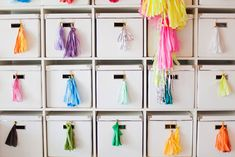 Organized streamers in Geronimos balloon studio