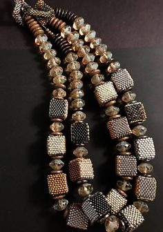 foto van Julie Powell Designs. Necklace, cubes