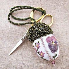 An art acorn scissor keeper.