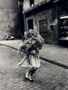 Joan Colom :: El Raval, Barcelona, 1957 / src: panic in the attic more [+] by this photographer National Photography, Street Photography, Fotografia Social, Foto Art, Great Photographers, Color Of Life, Vintage Photos, At Least, Black And White